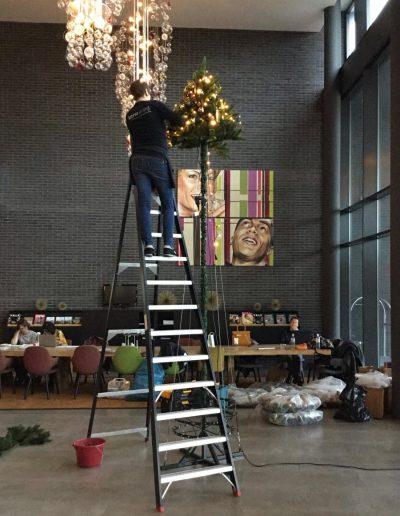 Kerststylist hoge kerstboom huren